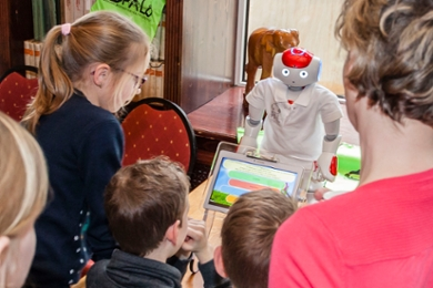 Robot PAL teaches children how to manage their diabetes.