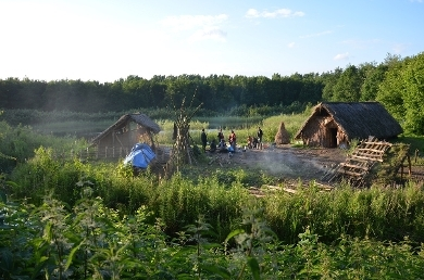 In the years 2013-2014 we built some additional constructions which now make it a veritable hamlet which serves at the same time as a local attraction and a place for school children and as Leiden University Centre for Experimental Archaeology.