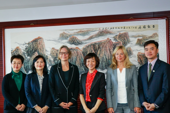 The China Scholarship Council provides scholarships to Chinese PhD candidates so they can conduct research in Leiden.