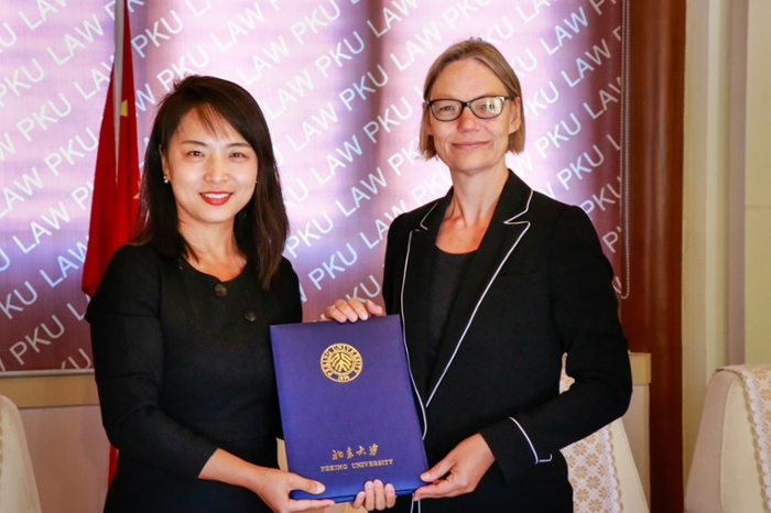 A new agreement reinforces the long relationship between PKU Law School and Leiden's Law Faculty.