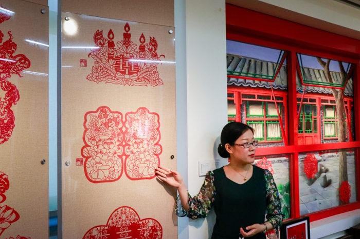 In the Cultural Center, international students learn about Chinese customs and traditions, such as the art of paper cutting.